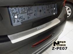 Накладка на бампер с загибом Peugeot 208 2012- Premium